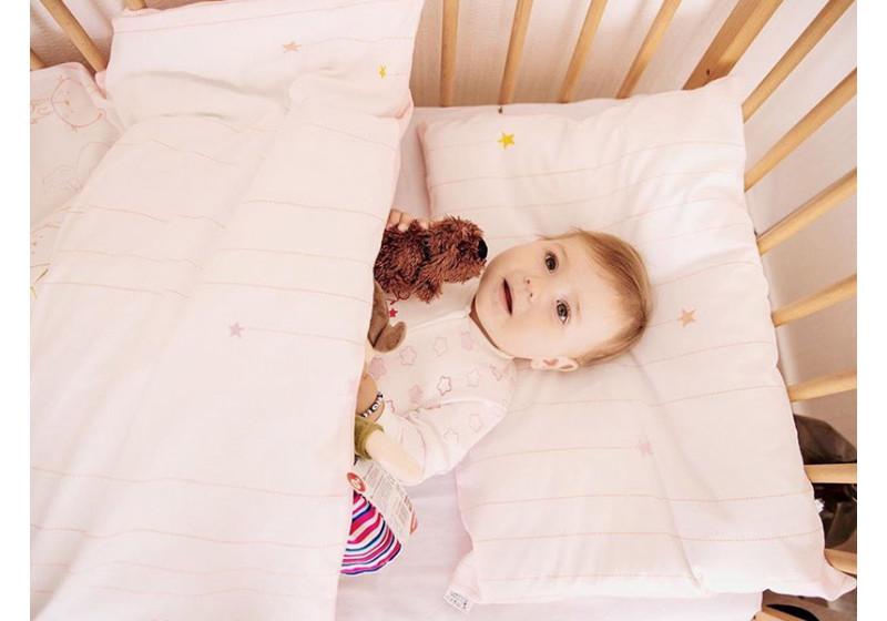 Чи потрібна подушка малюку?